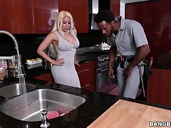 Steely black XXX porn for a thick Latina cougar