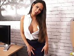Nice dark haired nympho Roxxy Lea exposes her juicy beamy knockers