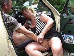 Granny slattern passenger car coition Mutti ist Taxifahrerin und fickt gerne mal mit ihren Kunden