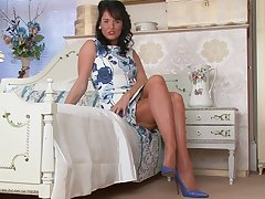 Babe superior to before a bed, in vintage lingerie