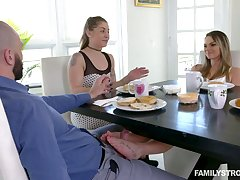 Jilted bitch Athena Faris gives a blowjob right during the have a bite