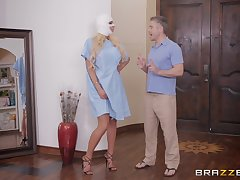 silicone diva Nicolette Shea adores dirty sex at bottom dramatize expunge bed with her friend