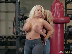 Alura Jenson wants to attempt new exercise of reaching orgasm convenient someone's skin gym