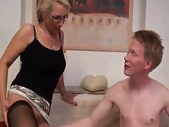 Deutsch Milf was horny and got a approving fucking
