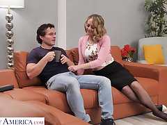 Sexy housewife Elle McRae takes the lead and seduce man for random lose one's heart to