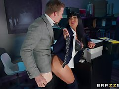 Busty Valentina Ricci gives nigh some good pussy in the designation