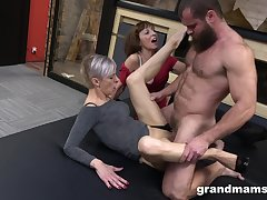 Kinky trilogy between a pretty man and two mature sluts