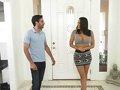 Stacked Latina nympho Luna Personage likes it when she's all dishevelled and sloppy