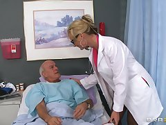 Light-complexioned doctor Phoenix Marie drops will not hear of uniform to ride a patient