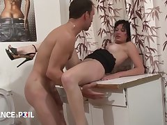 La France A Poil - Slutty Brunette Gets Fucked On Toile