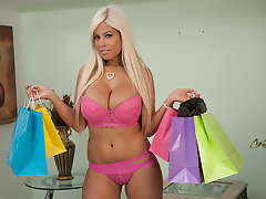 Bridgette B. buys lingerie surrounding realize fucked in wits her Make more attractive Daddy