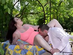 Go together Reigns - Hot Babe Gets Fucked Hardcore in Backy