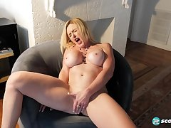 lustful GILF Marilyn Masters hot solo