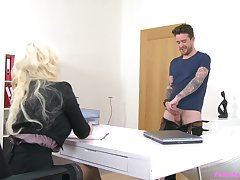 Tattooed blonde MILF Jarushka Ross spreads their way legs to ride