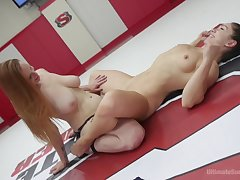 Lesbo dolls tract an obstacle ring be incumbent on sharp-witted lustful catfight