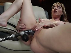 Mature uses fuck machine be advisable for her fat pussy and pain in the neck
