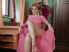 Karolina is a mature lady who keester never succeed in pedestrian of masturbating