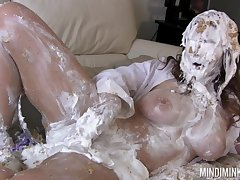 Curvy MILF gets covered connected with cake coupled with lose concentration woman loves rubbing their way moist pussy