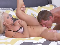 Sensual lovemaking on eradicate affect herbaceous border with cock hungry chick Dani Dare