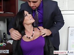 Handsome emploee Johnny helps Kendra Lust to scatter after a hard brisk day